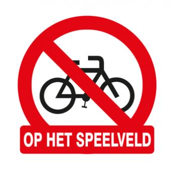 Verboden te fietsen op speelveld